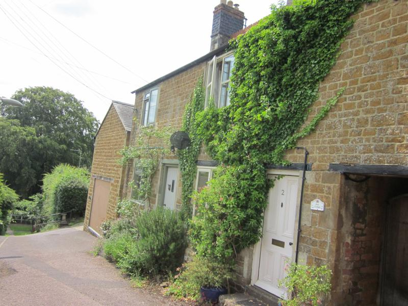 Rose Cottage Dog Friendly Retreat In The Cotswolds Sleeps 4