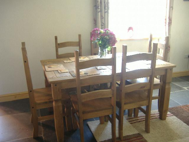 Llwyn y gronfa holiday cottage in powys sleeps 6 on a for Llwyn y brain dining room