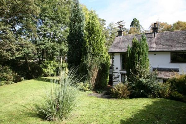 Beckside cottage house rental in the lake district sleeps 6 for Lake district cottages with swimming pool