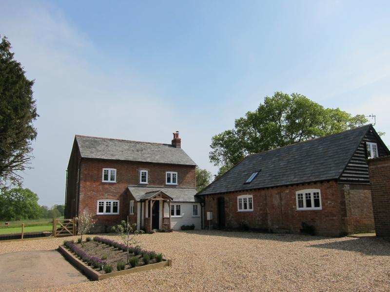 The Old Stables Waterside Cottage In The New Forest Sleeps 4