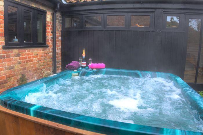 Courtyard Barn Luxury Holiday Home In Norfolk Sleeps 10