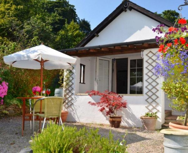 Lily cottage dog friendly retreat in devon sleeps 2 - Pet friendly cottages with swimming pool ...