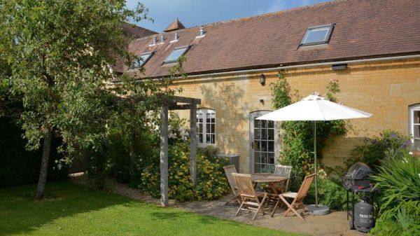 Saratoga Luxury Holiday Cottage In The Cotswolds Sleeps 2 Pool Spa