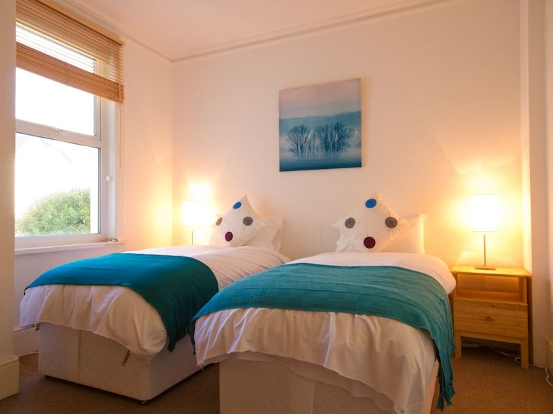 Number 95  8 Bedroom Holiday Cottage In The South Downs
