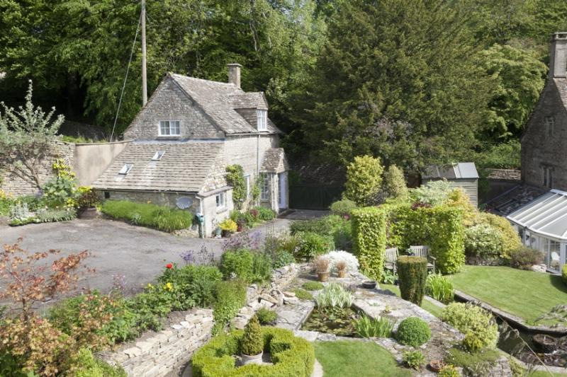 Coopers Cottage Romantic Retreat In The Cotswolds Sleeps 2