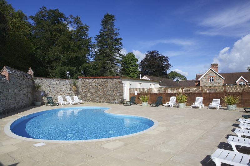Fairways east 4 bedroom holiday cottage in devon sleeps 8 - Uk hotels with outdoor swimming pools ...