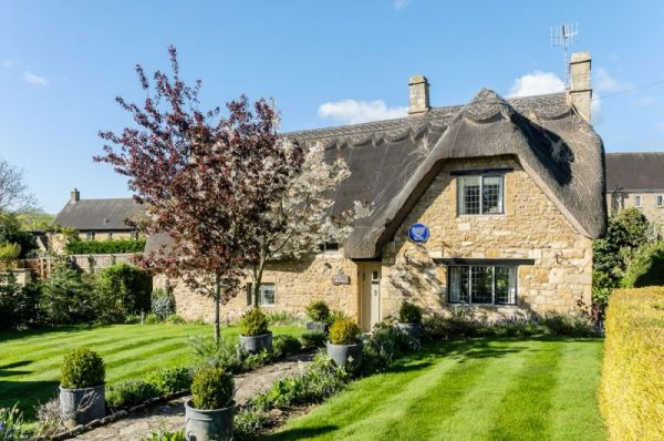 Little Orchard Thatched Cottage In The Cotswolds Sleeps 5 Open Fire