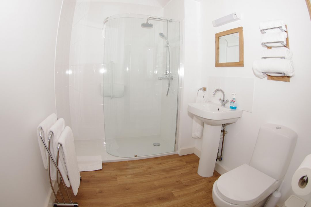 South byre single level cottage in cumbria sleeps 4 - Wet rooms for small spaces photos ...