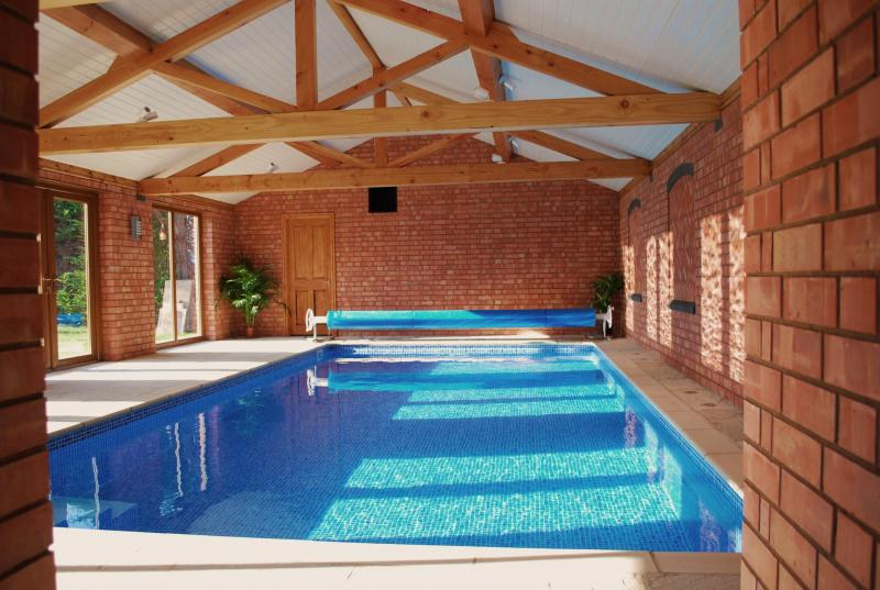 Stable Cottage Retreat in The Cotswolds Sleeps 4 Pool f Road