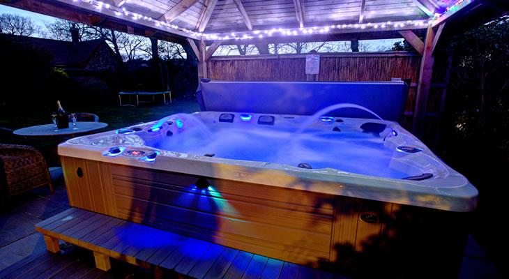 5 great ideas for your pre wedding hen night independent - Hen party houses with swimming pool ...